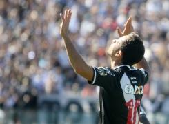 Golaço diante do Atlético-GO foi o 40º de Nenê pelo Vasco