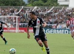 Nenê completa 100 jogos com a camisa do Vasco
