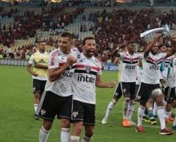 Nenê comemora vitória do São Paulo na véspera de seu aniversário