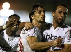 Com assistência de Nenê, São Paulo ganha de virada do Linense