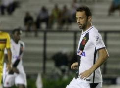 Nenê celebra vitória do Vasco na estreia do novo treinador