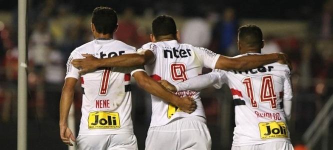 Nenê comemora classificação do São Paulo na Copa Sul-Americana